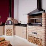 Churrasqueira pré moldada com forno e fogão a lenha
